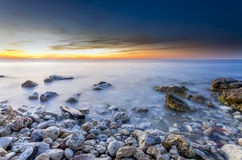 Θαλάσσιο seascape ηλιοβασιλέματος διανυσματική απεικόνιση