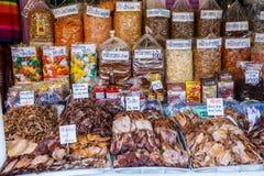 Θαλασσινά που συσκευάζονται ξηρά στις τσάντες για την πώληση Στοκ Φωτογραφίες