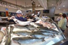 Θαλασσινά πώλησης προμηθευτών στην αγορά Σίδνεϊ Νότια Νέα Ουαλία ψαριών του Σίδνεϊ Στοκ εικόνες με δικαίωμα ελεύθερης χρήσης