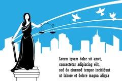 Θεά της δικαιοσύνης Themis στο υπόβαθρο πόλεων Ημέρα δικαιοσύνης Έννοια ειρήνης, ασφάλειας και ασυλίας Στοκ Εικόνες