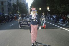 Θείος Σαμ που βαδίζει στην παρέλαση ημέρας του Columbus, πόλη της Νέας Υόρκης, Νέα Υόρκη Στοκ εικόνες με δικαίωμα ελεύθερης χρήσης
