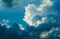 Θεαματικά σύννεφα στο ηλιοβασίλεμα στοκ φωτογραφία με δικαίωμα ελεύθερης χρήσης