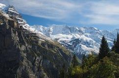 Θεαματικές θέες βουνού μεταξύ της Murren και Allmendhubel (Berner Oberland, Ελβετία) Στοκ Φωτογραφία