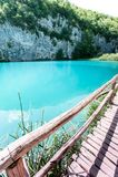Θεαματική άποψη του κρυστάλλου - καθαρίστε το νερό με τα ψάρια στην Κροατία Στοκ εικόνες με δικαίωμα ελεύθερης χρήσης