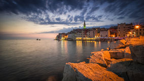 Θεαματική ρομαντική παλαιά πόλη Rovinj στο βράδυ Στοκ Εικόνες