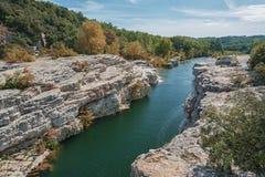 Θεαματικοί καταρράκτες και ορμητικά σημεία ποταμού των καταρρακτών du Sautadet στη Γαλλία Στοκ εικόνες με δικαίωμα ελεύθερης χρήσης