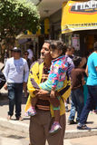 Θεατές στην παρέλαση καρναβαλιού σε Banos, Ισημερινός Στοκ φωτογραφία με δικαίωμα ελεύθερης χρήσης