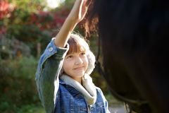 Θεραπεία με τα άλογα - θεραπεία hippo Στοκ Εικόνες