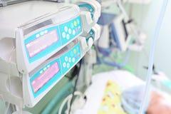 Θεραπεία στο θάλαμο νοσοκομείων στοκ εικόνα με δικαίωμα ελεύθερης χρήσης