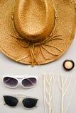 Θερινά καπέλο και γυαλιά ηλίου Στοκ εικόνα με δικαίωμα ελεύθερης χρήσης