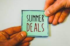Θερινές διαπραγματεύσεις γραψίματος κειμένων γραφής Έννοια που σημαίνει τις ειδικές προσφορές πωλήσεων για τις εκπτώσεις τιμών τα Στοκ εικόνα με δικαίωμα ελεύθερης χρήσης