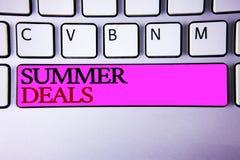 Θερινές διαπραγματεύσεις κειμένων γραψίματος λέξης Η επιχειρησιακή έννοια για τις ειδικές προσφορές πωλήσεων για τις διακοπές δια Στοκ φωτογραφία με δικαίωμα ελεύθερης χρήσης
