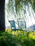 Θερινές καρέκλες στον κήπο Στοκ Εικόνες