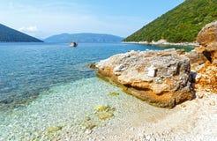 Θερινή άποψη από την παραλία Antisamos (Ελλάδα, Kefalonia) Στοκ εικόνα με δικαίωμα ελεύθερης χρήσης
