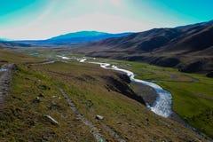 Θερινή άποψη οροπέδιων Assy με τον ποταμό σε Turgen, Καζακστάν Στοκ φωτογραφίες με δικαίωμα ελεύθερης χρήσης