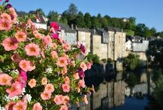 Θερινή άποψη της γαλλικής πόλης oloron-Sainte-Μαρία Στοκ εικόνες με δικαίωμα ελεύθερης χρήσης