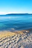 Θερινή άποψη της θάλασσας και ενός νησιού Στοκ εικόνα με δικαίωμα ελεύθερης χρήσης
