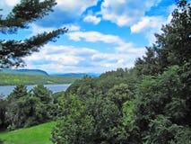 Θερινή άποψη του ποταμού του Hudson στοκ εικόνα