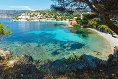 Θερινή άποψη του χωριού Assos (Ελλάδα, Kefalonia) Στοκ εικόνες με δικαίωμα ελεύθερης χρήσης