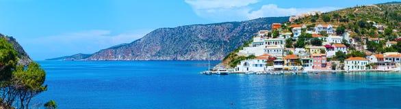 Θερινή άποψη του χωριού Assos (Ελλάδα, Kefalonia) Στοκ Φωτογραφία