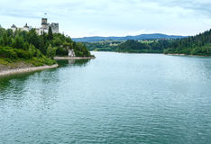Θερινή άποψη του Castle Niedzica (ή Dunajec Castle) (Πολωνία). Στοκ φωτογραφίες με δικαίωμα ελεύθερης χρήσης
