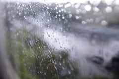 Θερινή βροχή μέσω του παραθύρου Στοκ Εικόνα