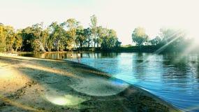 Θερινή διασκέδαση στον ποταμό Στοκ εικόνες με δικαίωμα ελεύθερης χρήσης
