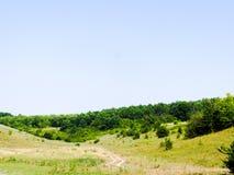 Θερινή λοφώδης έκταση στοκ εικόνα με δικαίωμα ελεύθερης χρήσης