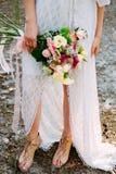 Θερινή νύφη Βοημίας ορισμένο γαμήλιο φόρεμα στοκ εικόνες με δικαίωμα ελεύθερης χρήσης
