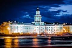 Θερινή νύχτα της Αγία Πετρούπολης Kunstkamera Στοκ Εικόνες