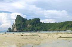 Θερινή παραλία στην Ταϊλάνδη στοκ εικόνες με δικαίωμα ελεύθερης χρήσης