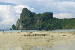 Θερινή παραλία στην Ταϊλάνδη στοκ φωτογραφία με δικαίωμα ελεύθερης χρήσης