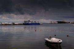 Θερινή πόλη στη βροχή Στοκ Φωτογραφίες