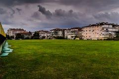 Θερινή πόλη στη βροχή Στοκ εικόνα με δικαίωμα ελεύθερης χρήσης