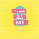 Θερινή πώληση 50% μακριά με το παγωτό και το έμβλημα Στοκ Φωτογραφίες