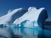 θερινή δύση παγόβουνων της Γροιλανδίας ακτών Στοκ Φωτογραφία
