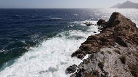 Θερινή δύσκολη ακτή Κόστα Μπλάνκα, Ισπανία βραδιού απόθεμα βίντεο