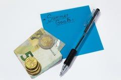 Θερινοί στόχοι προγραμματισμός χρηματοδότηση χρήματα για τις διακοπές στοκ φωτογραφία με δικαίωμα ελεύθερης χρήσης