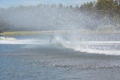Θερινός αθλητισμός: σκι νερού, slalom στοκ εικόνα με δικαίωμα ελεύθερης χρήσης