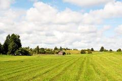 Θερινός τομέας με το σπίτι Στοκ φωτογραφίες με δικαίωμα ελεύθερης χρήσης