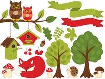 Θερινό δάσος που τίθεται με την κόκκινη αλεπού, κουκουβάγιες, Birdhouses, δέντρα, μανιτάρια Δασικό καθορισμένο Clipart επίσης cor απεικόνιση αποθεμάτων
