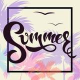 Θερινό έμβλημα με τους φοίνικες και το καλοκαίρι εγγραφής! ελεύθερη απεικόνιση δικαιώματος