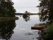 Θερινό βράδυ στη λίμνη Στοκ φωτογραφία με δικαίωμα ελεύθερης χρήσης