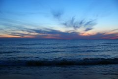 Θερινό ηλιοβασίλεμα πέρα από τη λίμνη Μίτσιγκαν Στοκ φωτογραφία με δικαίωμα ελεύθερης χρήσης