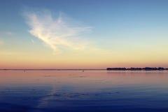 θερινό ηλιοβασίλεμα ποταμών βραδιού Στοκ Φωτογραφία