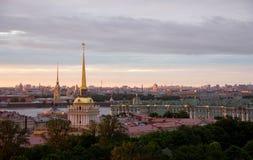 Θερινό ηλιοβασίλεμα στη Αγία Πετρούπολη στοκ εικόνες