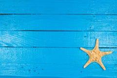 Θερινό μπλε υπόβαθρο με τον αστερία Στοκ φωτογραφία με δικαίωμα ελεύθερης χρήσης