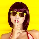 Θερινό μυστικό κορίτσι Στοκ εικόνες με δικαίωμα ελεύθερης χρήσης