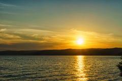 Θερινό τοπίο με μια άποψη της λίμνης Baikal από Listvyanka vill Στοκ Εικόνα