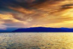 Θερινό τοπίο με μια άποψη της λίμνης Baikal από Listvyanka vill Στοκ Φωτογραφίες
